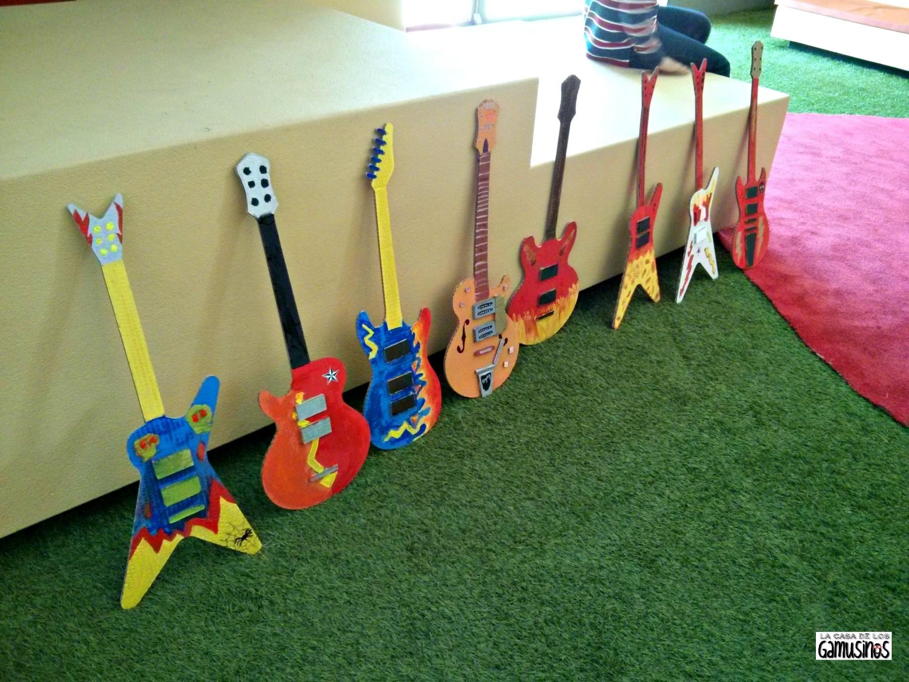 Talleres para ni os rockeros la casa de los gamusinos for Guitarras para ninos casa amarilla